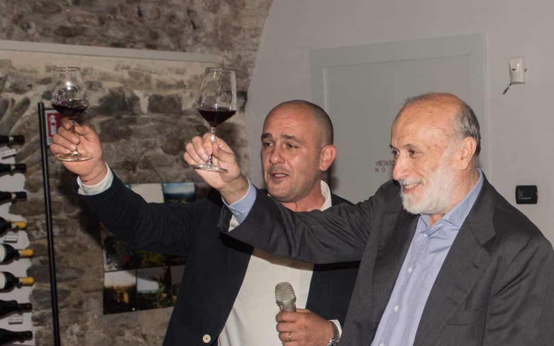 Carlo Petrini e il Barolo 2015: la dedica nella dedica